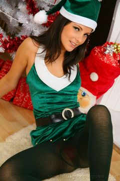 only opaques christmas lou l preview Plus Size White Fishnet Stockings   Only Opaques – Christmas Elf Lou L MaturesAndPantyhose :: Rosemary&Mike pantyhosefucking lascivious mature woman