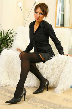 Only Opaques – Yvette in sheer black stockings
